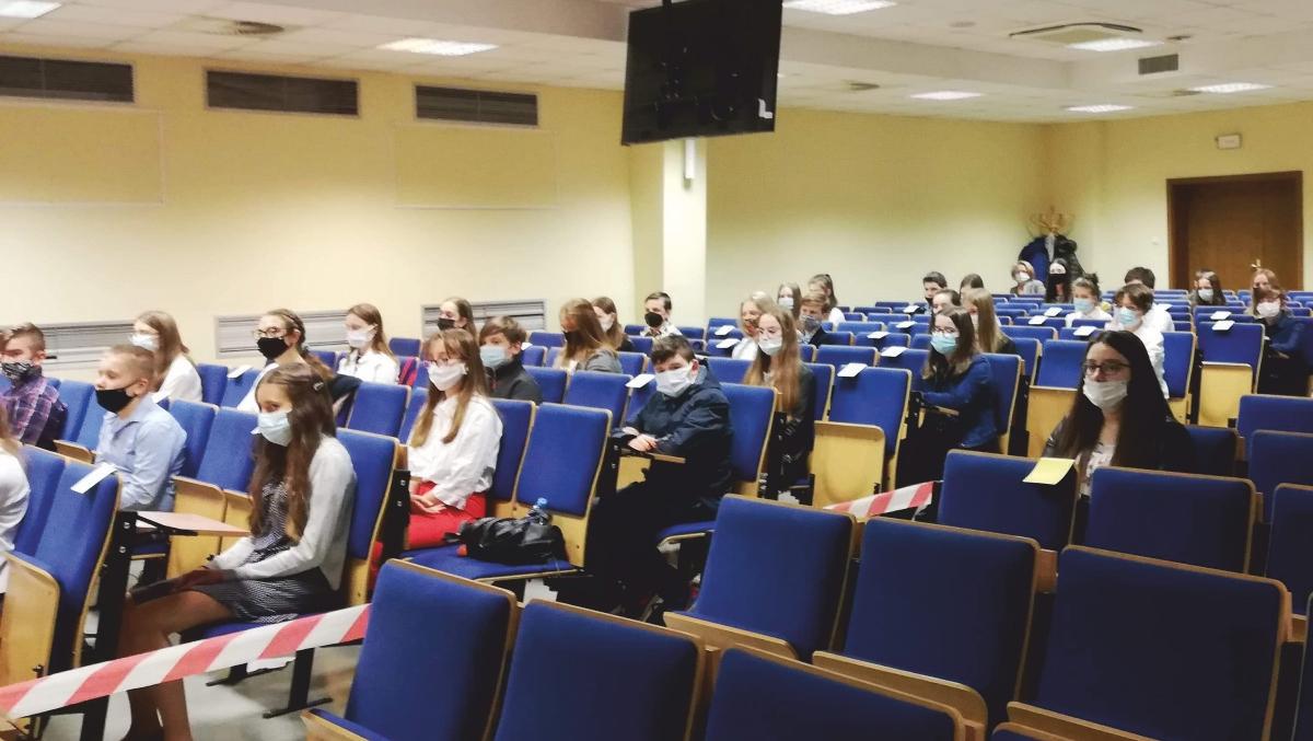 Konsultanci jurorami w konkursach dla uczniów